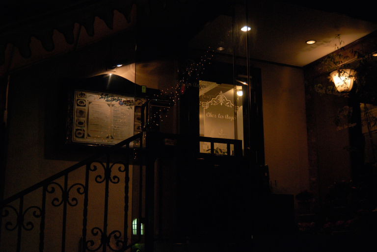 フレンチレストランの灯り