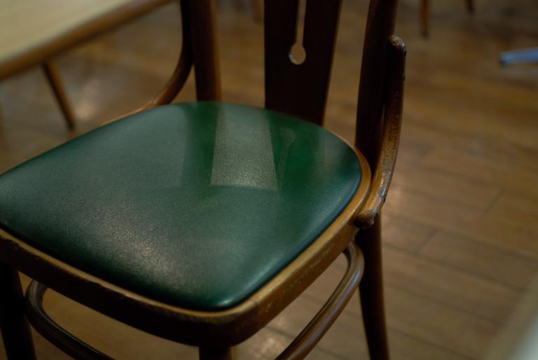 椅子  ( Ai Nikkor 35mm F2 )