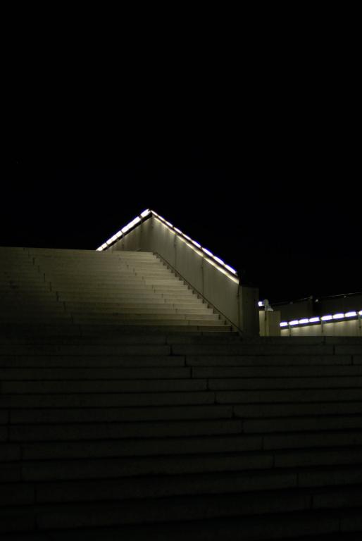 階段  ( Ai AF Nikkor 35mm F2D )