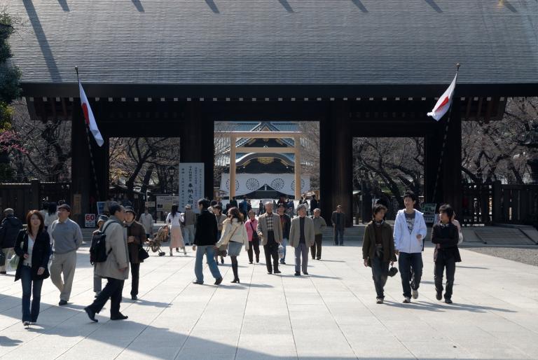 早咲きの桜など 靖国神社スナップ 5/12