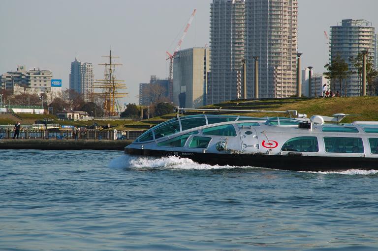 未来型水上バス「ヒミコ」
