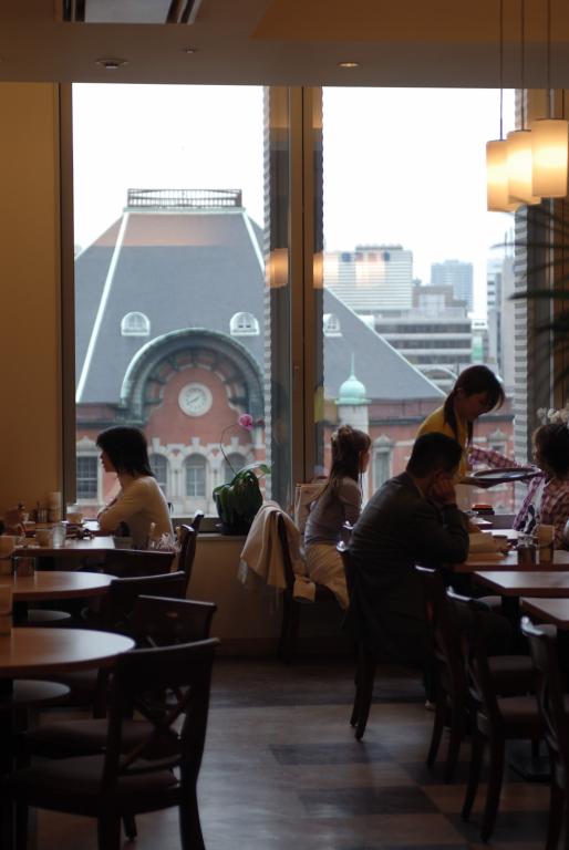 レストランの席から見た東京駅の屋根