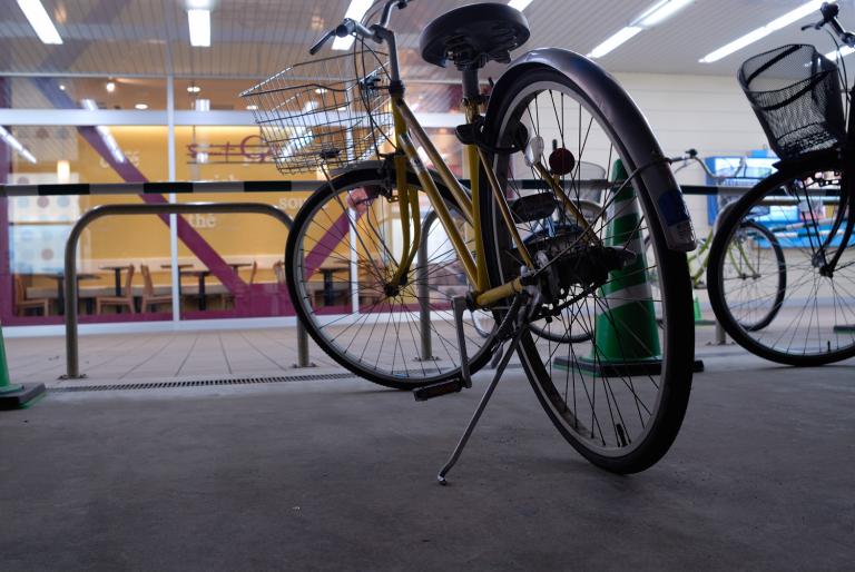 黄色の自転車が