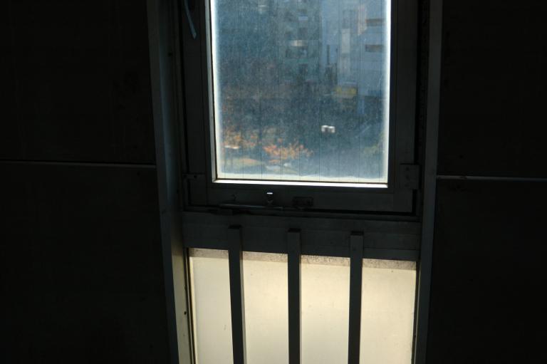汚れている窓ガラス (1-5)